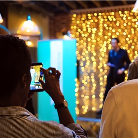 Martin Colthorpe (Modern Culture): de campagne zal Nederlandse auteurs op meer dan 70 evenementen introduceren bij het Engelse publiek en collega-schrijvers: via festivals zoals het Hay Festival, Aldeburgh Poetry Festival, Sick! Manchester en Bath Children's Literature Festival, optredens in bibliotheken, boekhandels en andere podia, vertaalworkshops en schrijversresidenties. Om te beginnen staan Tommy Wieringa, Typex en Mylo Freeman eind augustus op het Edinburgh Festival.