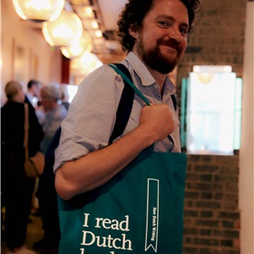 Daniel Seton, samen met Adam Freudenheim bij Pushkin Press verantwoordelijk voor het recente succes van Reve, Tonke Dragt en Annet Schaaps 'Lampie and the Children of the Sea'.