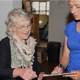 Katrien de Klein, de vaste redacteur van Severyn & Govaert.