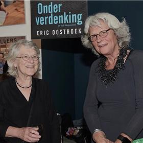 Katrien de Klein met Oosthoeks partner, An Luttikholt.