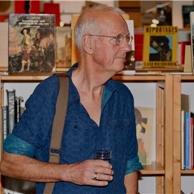 Jan de Boer, ontwerper van de boekomslagen van Severyn & Govaert en het logo van All Fiction.