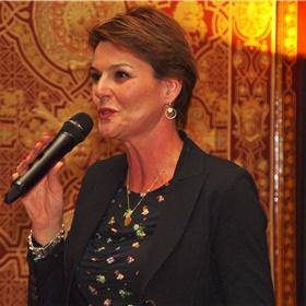 CPNB-directeur Eveline Aendekerk speecht over het belang van de bibliotheek en leesbevordering