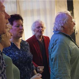 De zangroep SanSan oogst succes met hun repertoire in het Twentse dialect.