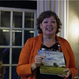 Burgemeester Haverkamp spreekt een dankwoord