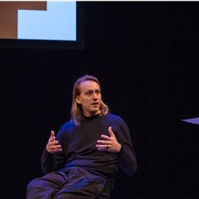 Tim van den Hoed (De Utrechtse Boekenbar): met een bar en evenementen maakt hij lezen tot iets heel sociaals
