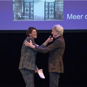 Sander Knol (Xander Uitgevers) op het podium: De zeven zussen is een van de meest uitgeleende boeken van 2019
