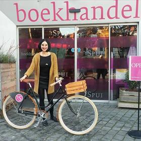 Ook een voormalig boekverkoper van het jaar stapt op de fiets. 't Spui, Vlissingen