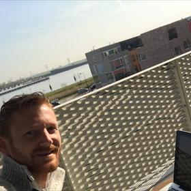 Just Houben (Marmer): Outdoor werkplek met uitzicht op het Buiten IJ