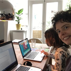 Mariska Kleinhoonte (Atlas Contact) met een aanstaande redacteur