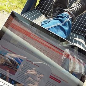 Remco Houtepen (Boekhandel Venstra): Leuk dat thuiswerken, maar je ziet niks op je scherm zo
