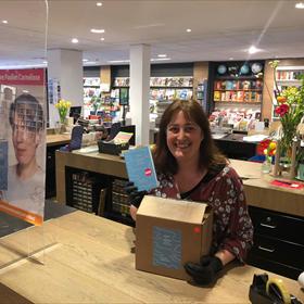 Geen boek om zonder handschoenen aan te pakken: Boekhandel Plukker, Schagen