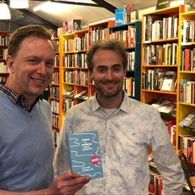 Kennemer Boekhandel, Haarlem – met links eigenaar Vincent Elzinga