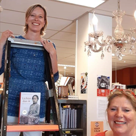 Alternatieve Biltse Boekenbabbel. Samenwerking van boekhandel en bibliotheek. De winnaar van de Boekhandelsprijs staat centraal.