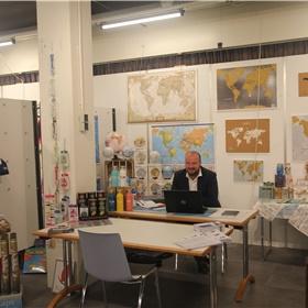 Johan van der Leest vertegenwoordigt de Belgische distributeur van kaarten en reisgidsen Craenen. Gevestigd in een gele zone. Maar hij komt gewoon uit Drenthe.