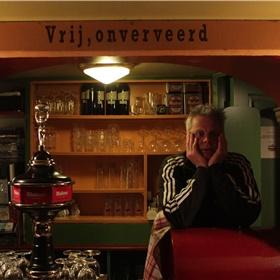 Carel Helder, directeur van het Torpedo Theater, regisseert samen met Steven de livestream op afstand.