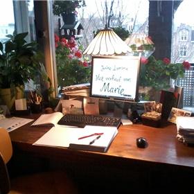 De andere corrector, Anne van den Bergh, bereidt zich goed voor: 'Maak jij die foto nou maar, dan zet ik koffie.'