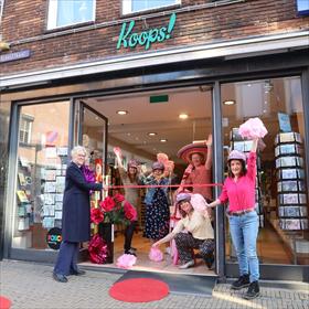 De feestelijke opening van de dag bij boekhandel Koops in Venlo