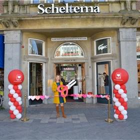 Simone van der Vlugt bij Scheltema
