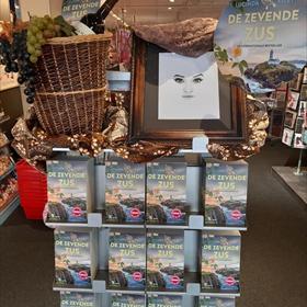 Ook andere winkels verwacht hordes lezers vandaag. Dit is de Bruna in Haarlem