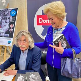 Johan Derksen signeert bij Donner