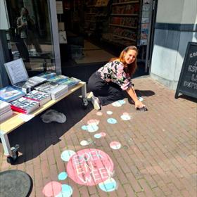 De entree bij boekhandel Het Colofon in Arnhem