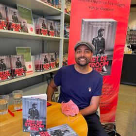 Niet alleen de grootste bestsellerauteurs waren deze Boekenweek te gast bij de boekhandel, zoals wel werd gezegd. Willem Philipsen was zondag bij Heinen in Den Bosch.