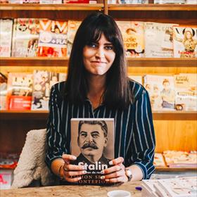Lianne Kleinjan debuteerde met 'Diversjes' bij Boekscout. Op verzoek signeerde ze bij Van Kemenade & Hollaers in Breda ook andere boeken