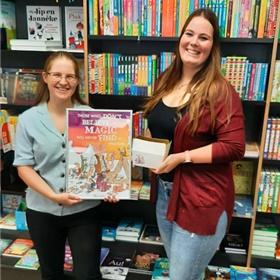 Sanne Meier en Fleur Stokvis van boekhandel De Kler, Zoetermeer