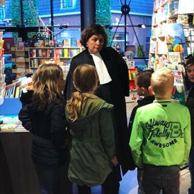 Worden wat je wil. Meerdere boekhandels haalden daarom beroepen de winkel in om kinderen daarover te informeren. Roodbeen (Nijkerk) had onder andere een advocaat.