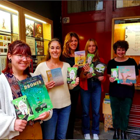 Medewerkers van Van Someren & ten Bosch (Zutphen) stellen de belangrijkste titels voor: van Kinderboekenweekgeschenk tot winnaar van de Gouden Griffel.