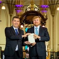 Vernieuwde Bijbel in ontvangst genomen door Koning Willem Alexander