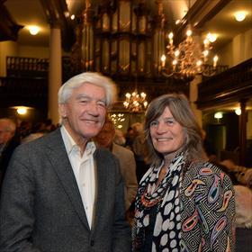 Max van den Berg (oud-Commissaris van de Koning in de provincie Groningen) en partner Geke van der Wal (journalist, auteur van 'Rob van Gennep. Uitgever van links Nederland').