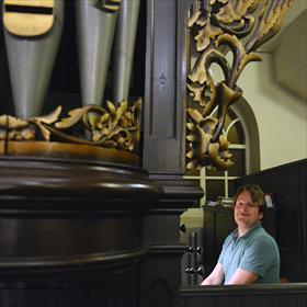 Tymen Jan Bronda (organist) kan het niet laten en gaat éven los op het orgel.
