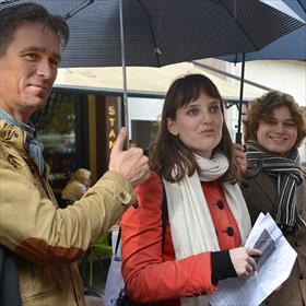 Daan Beeke (Stichting Lezen), Kila van der Starre (reisleider), Elgar Snelders (communicatieadviseur Fonds voor Cultuurparticipatie).
